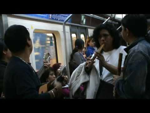 Musicos latinos en el metro de Madrid