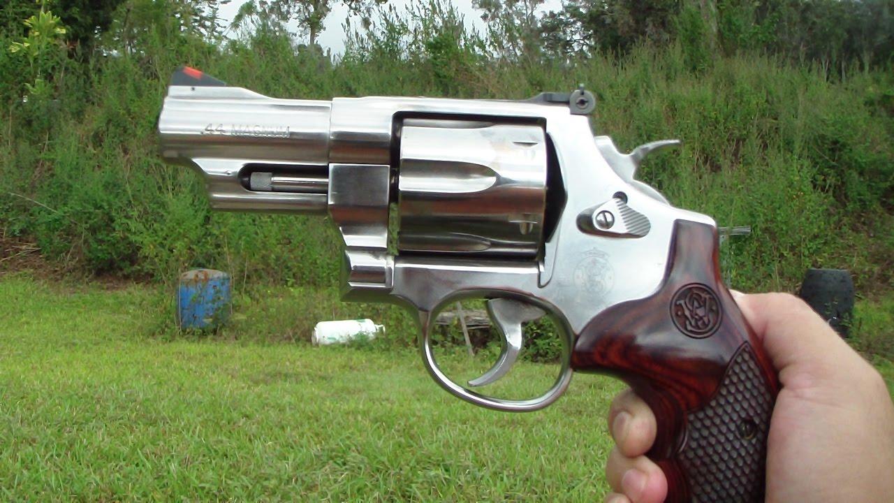 Smith & Wesson 629 snubnose 44 magnum close up. BATJAC J.W ...44 Magnum Snub Nose Revolver