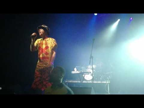 EMF - It's you (that leaves me dry) - Live O2 Forum Londres