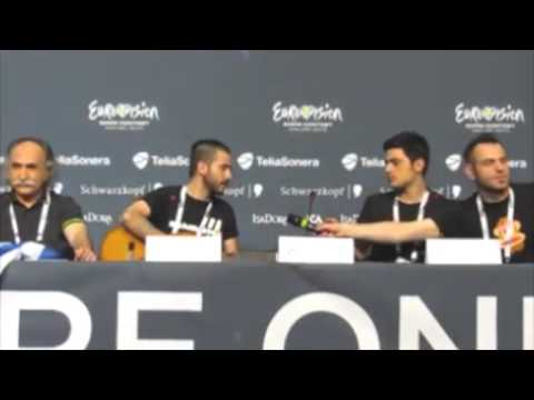 "Koza Mostra - Press Conferece singing ""For Real"""