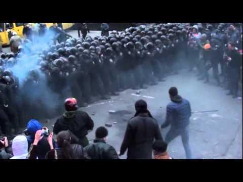 Как активисты избивали Беркут под АП Украины