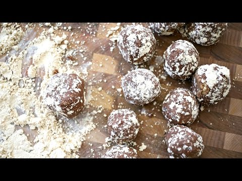 PEANUT BUTTER CHOCOLATE BLISS BALLS / LOW FAT & VEGAN