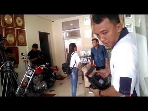 Yuyun LIDA menuju Rumahnya Rhoma Irama