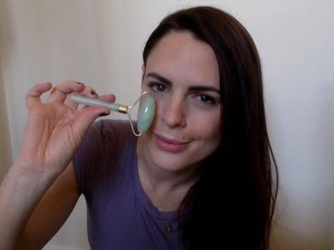 Ying Yu Jade Facial Roller Demonstration