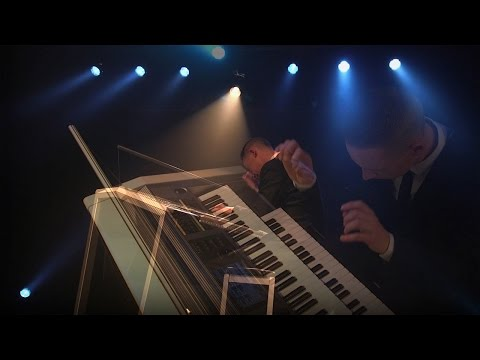 """James Bond Theme"" - Alex Payler performs live on the YAMAHA Electone Stagea ELS-02C"