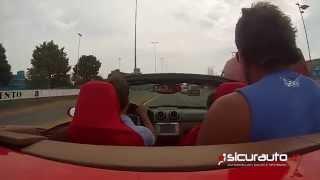 Giro in Ferrari col botto: la supercar distrutta contro un muro