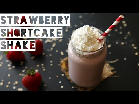 How To Make a Healthy Strawberry Shortcake Protein Shake | Low Calorie Strawberry Shortcake Smoothie