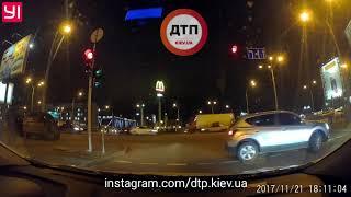 21.11.2017 КИЕВ ПЕТРОВКА НАРУШИТЕЛЬ НА НИССАН  КАШКАЙ