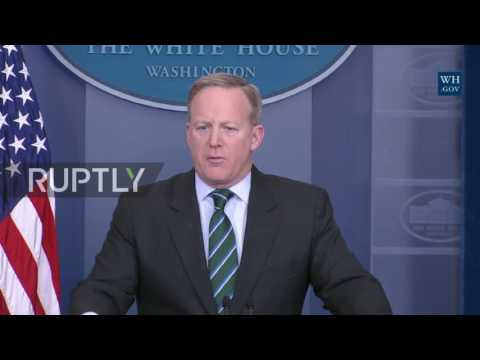 USA: 'Mexico are going to pay' – Spicer announces Trump will sign executive order to build wall