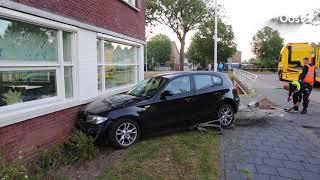 Wilde politieachtervolging in Zwolle eindigt in botsing tegen huis
