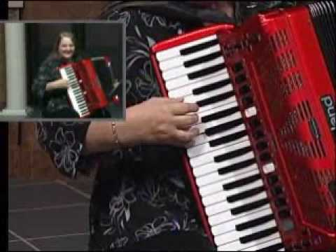 Beer Barrel Polka by Shelia Lee on Roland FR 7 Accordion
