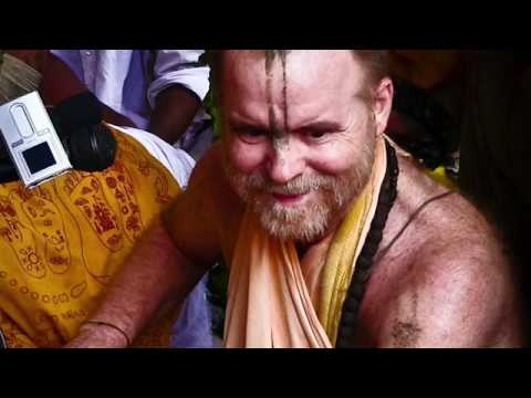 Aindra Prabhu - Fired up kirtan !