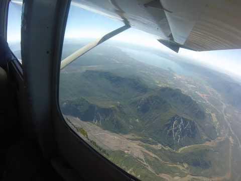 Pucon 2013 Vuelo avioneta alrededor Pucon y sobre Volcan Villarica part 2/3