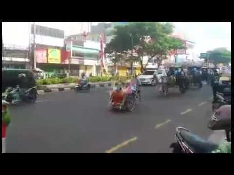 Karnaval parade budaya HUT ke 18 Kota Depok di jalan, mergonda Sabtu (29/4/2017)