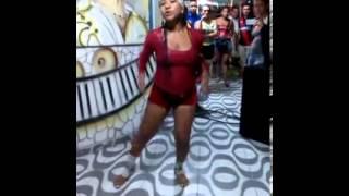 Mujer bailando champeta- El cheque