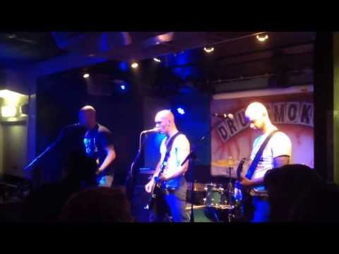 Discharger - Every Time We Drink live @ the Vibes Rotterdam 10-01-14