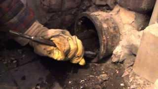 видео Замена стояка канализации из чугуна: устройство и ремонт, кто должен менять?