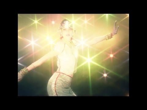水原希子、ド派手な70年代ディスコ風ファッションで登場 『LUCUA osaka 1st ANNIVERSARY』CM「ファンタジー篇」&「エスニック篇」
