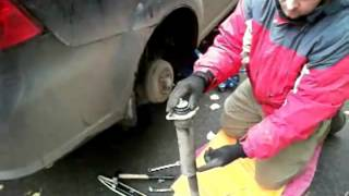 Замена задних амортизаторов Chevrolet Aveo, Lacetti(На сайте http://avtostuk.com/ вы можете найти еще много интересного и полезного видео по ремонту автомобилей своими..., 2012-07-15T15:43:08.000Z)