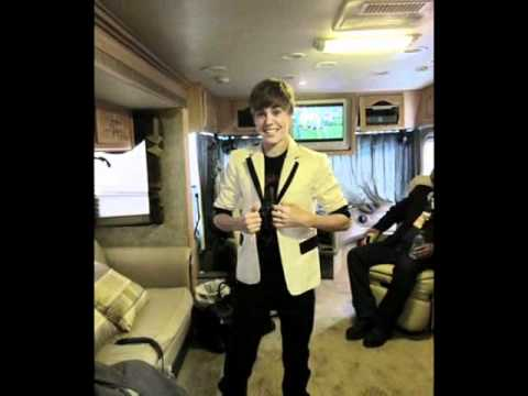 Take a look inside Justin Bieber's tour bus! - YouTube