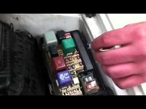 91 Toyota Camry Fuse Box Clearing Fault Code Memory On 1999 Toyota Corolla Youtube