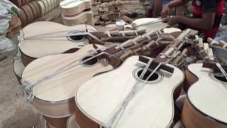 Cơ sở làm đàn guitar truyền thống Phong Vân