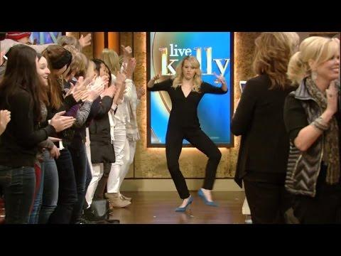 Kate McKinnon Dances Onto the Show