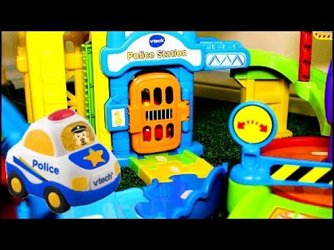 Smart Wheels City: POLICE CHASE!  Vtech Go! Go! Smart Wheels Police Car Toys in Action