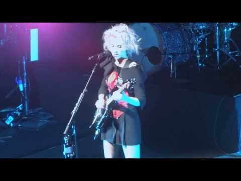 St. Vincent - Digital Witness (HD) Live In Paris 2014