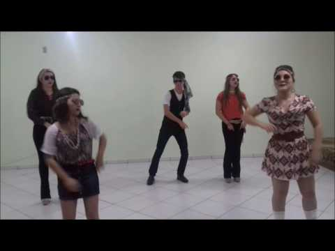 3º Ano II (E.M.) - Cyndi Lauper - Girls Just Want To Have Fun