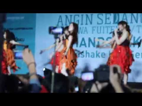 JKT48 - Utsukushii Inazuma Live at Kaze wa Fuiteiru Handshake Festival 28.02.2015