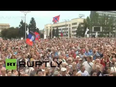 RAW: Thousands rally at anti-Kiev protest in Donetsk