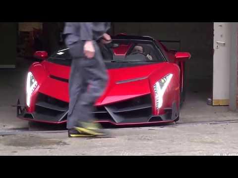 La dificultad de sacar del garaje un Lamborghini Veneno Roadster