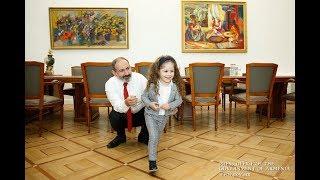 Կթողնե՞ս քեզ պաչիկ անեմ...Վարչապետ Նիկոլ Փաշինյանը հյուրընկալել է 4-ամյա Մարիին