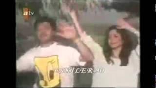 Ercan Saatçi & İzel & Çelik - Haydi şimdi Bütün Eller Havaya (Vidyo ) Resimi