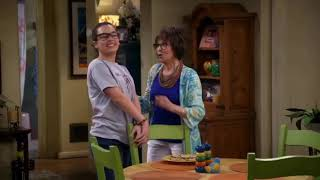 "Elena Alvarez and Syd/(2x03)""Me gay"" -One day at a time season 2.subtitulos en español"