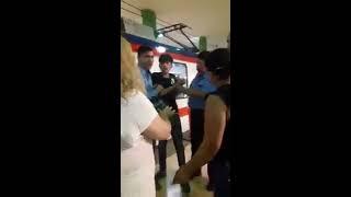 Guardias del Metrorrey agreden a muchacho por correr para alcanzar el tren