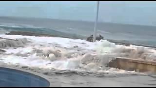 لحظات وصول اعصار تشابالا شواطئ المكلا - اليمن 2.11.2015 Chapala cyclone