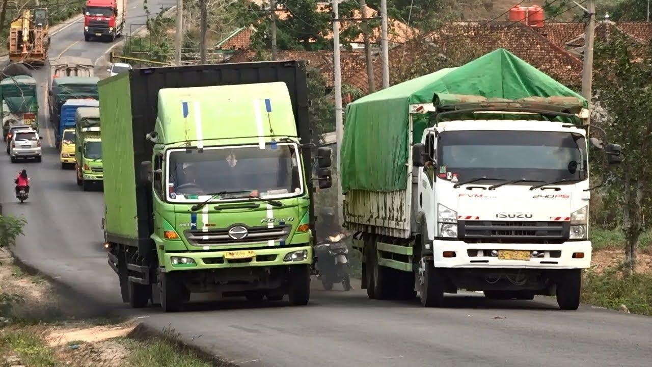 Isuzu And Hino Truck Heavy Load In High Climb - Heavy Load Trucks In High Climb Lintas Sumatera