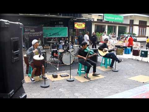 Street music in Bandung