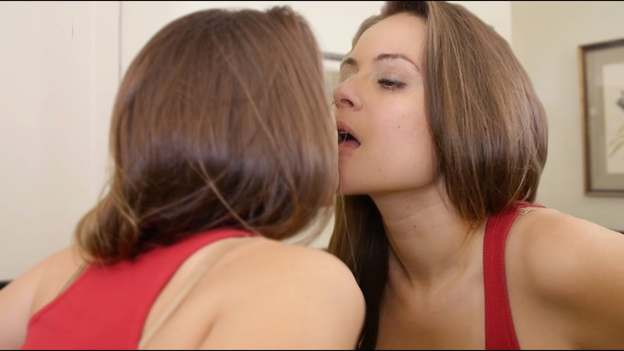 Two Hot Girl Kiss