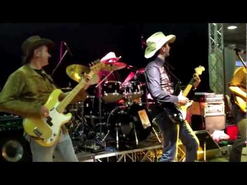 Tennessee River Country Band live@Country Christmas dec. 2012 - Duelling Violins