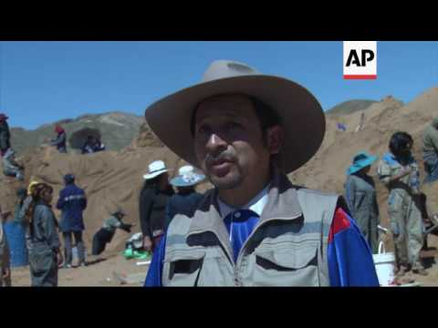 Bolivia artists produce Christ's passion in sand