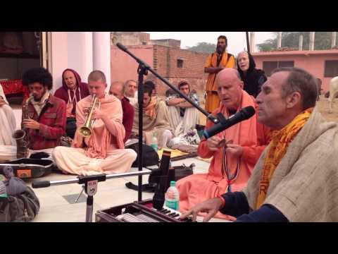 HG Bada Haridas Prabhu's kirtan at the Prema Sarovara 5.11.2013