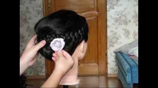 Fryzura: Elegancki kok na wyjścia z warkoczami krok po kroku