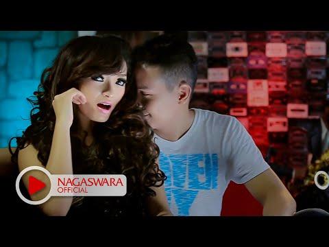 Zaskia Gotik - Sisa Semalam (Official Music Video NAGASWARA) #music