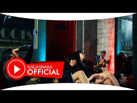 Zaskia Gotik - Sisa Semalam (Official Music Video NAGASWARA) #music
