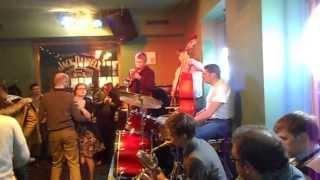 Джаз кафе на ул. Белинского в Санкт-Петербурге.(Джаз кафе на ул. Белинского в Санкт-Петербурге., 2013-05-14T17:41:15.000Z)