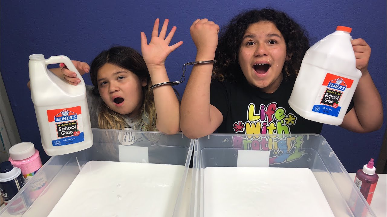 Slime Mary Izzy: MAKING SLIME HANDCUFFED CHALLENGE! MAKING 2 GALLONS OF