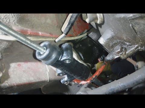 Как заменить рабочий цилиндр сцепления ВАЗ 2107.+ Регулировка свободного хода вилки.